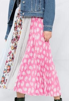 着飾る恋には理由があって予告花柄ロングスカート