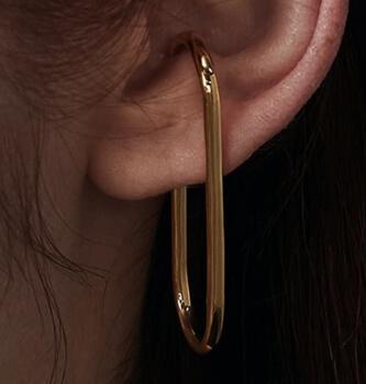 着飾る恋には理由があって川口春奈の左耳のイヤーカフゴールド