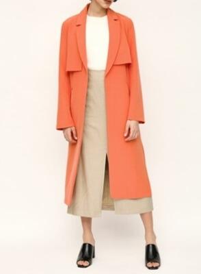 着飾る恋には理由があって川口春奈さんのオレンジのスプリングコート