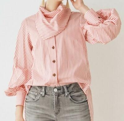 着飾る恋には理由があってで川口春奈さんが着用していた赤と白のストライプシャツ